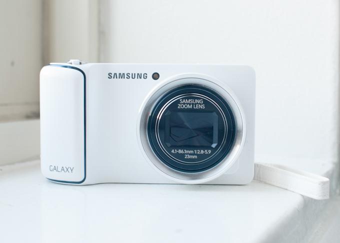 Samsung Galaxy Camera - Front View
