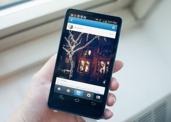 Samsung Galaxy Camera - Back Screen View Instagram App