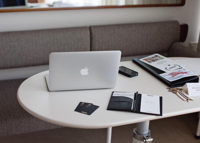 macbookair-table